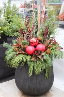 Trendy Outdoor Christmas Decorations To Copy Right Now30
