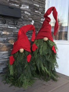 Trendy Outdoor Christmas Decorations To Copy Right Now32