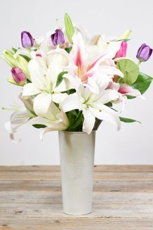 Stylish Easter Flower Arrangement Ideas That You Will Love17