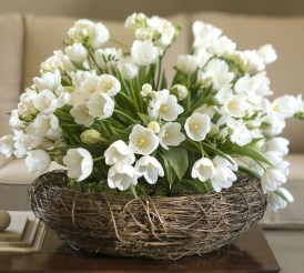 Stylish Easter Flower Arrangement Ideas That You Will Love22