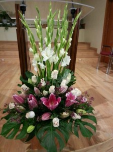 Stylish Easter Flower Arrangement Ideas That You Will Love28