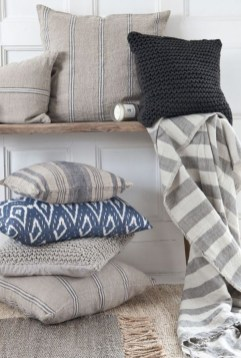 Spectacular Winter Décor Ideas With Textiles That You Need To Try30