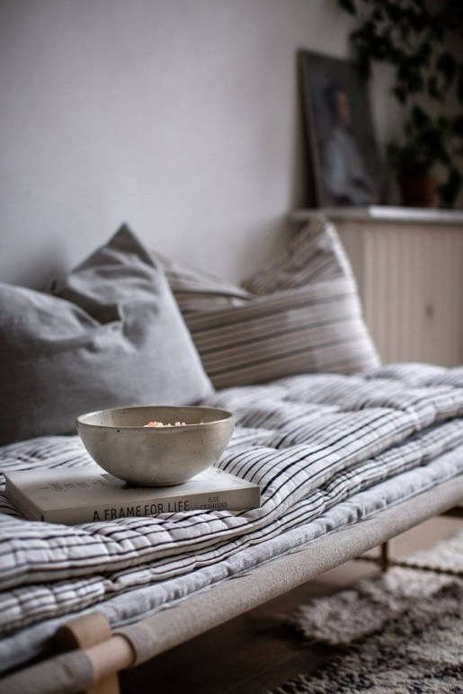 Spectacular Winter Décor Ideas With Textiles That You Need To Try31