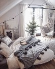 Spectacular Winter Décor Ideas With Textiles That You Need To Try32