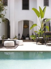 Extraordinary Poolside Nooks Design Ideas To Try For Your Relaxing05
