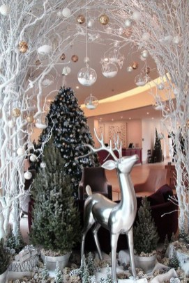 Favorite Winter Tree Display Design Ideas For Small Spaces18