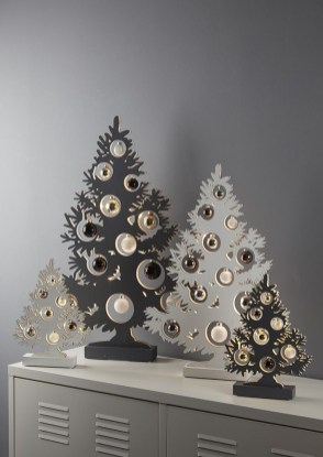 Favorite Winter Tree Display Design Ideas For Small Spaces28