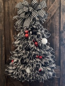 Favorite Winter Tree Display Design Ideas For Small Spaces34