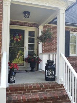 Adorable Front Porch Landscaping Design Ideas To Increase Your Home Style18