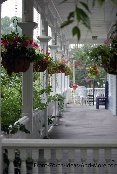 Adorable Front Porch Landscaping Design Ideas To Increase Your Home Style25