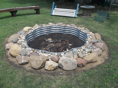 Best Patio Deck Design Ideas With Firepit To Make The Atmosphere Warmer30