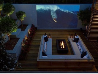 Chic Outdoor Home Theaters Design Ideas To Have Asap11