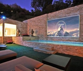 Chic Outdoor Home Theaters Design Ideas To Have Asap34