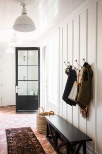 Awesome Farmhouse Mudroom Decorating Ideas To Try Asap 01