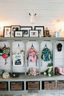 Awesome Farmhouse Mudroom Decorating Ideas To Try Asap 28