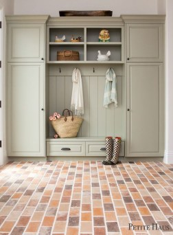 Awesome Farmhouse Mudroom Decorating Ideas To Try Asap 33