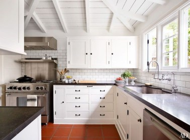 Top White Kitchen Cabinetry Design Ideas That Looks More Modern 14