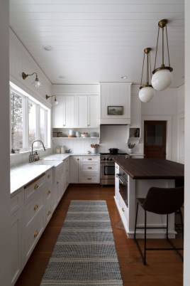 Top White Kitchen Cabinetry Design Ideas That Looks More Modern 25
