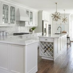 Top White Kitchen Cabinetry Design Ideas That Looks More Modern 31