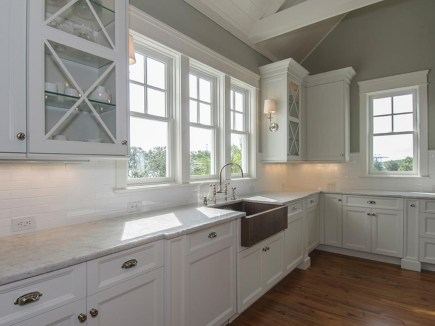 Top White Kitchen Cabinetry Design Ideas That Looks More Modern 38