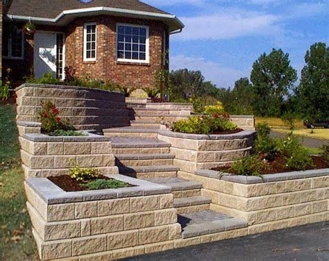Lovely Retaining Wall Ideas For Sloped Front Yard 05