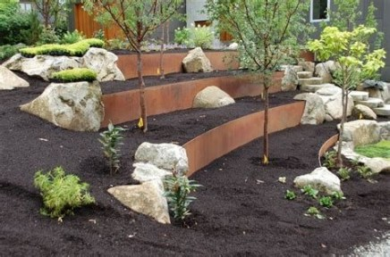 Lovely Retaining Wall Ideas For Sloped Front Yard 06