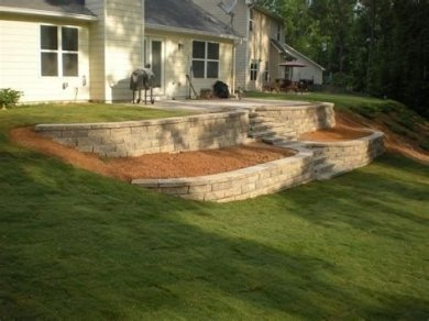 Lovely Retaining Wall Ideas For Sloped Front Yard 18