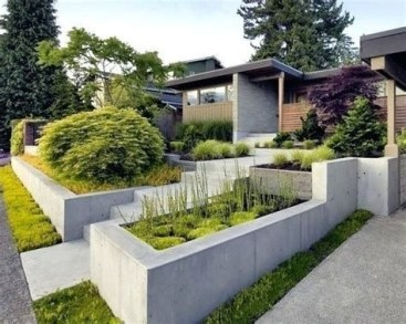Lovely Retaining Wall Ideas For Sloped Front Yard 22