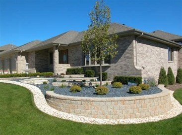 Lovely Retaining Wall Ideas For Sloped Front Yard 23