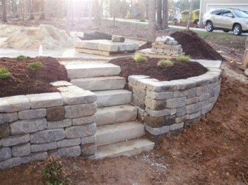Lovely Retaining Wall Ideas For Sloped Front Yard 28