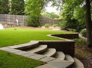 Lovely Retaining Wall Ideas For Sloped Front Yard 36