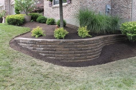 Lovely Retaining Wall Ideas For Sloped Front Yard 39