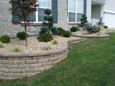 Lovely Retaining Wall Ideas For Sloped Front Yard 42