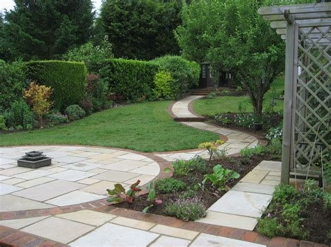 Totally Cute Sloped Backyard Landscaping Ideas 09
