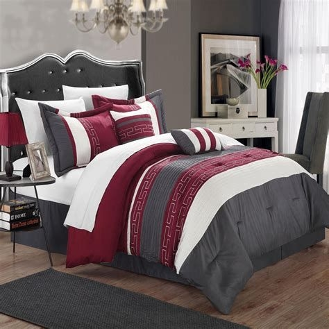 Awesome Burgundy And Grey Bedroom Ideas 40