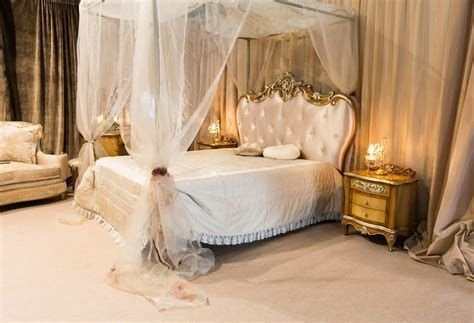 Totally Comfy White And Gold Themed Bedroom Ideas 01