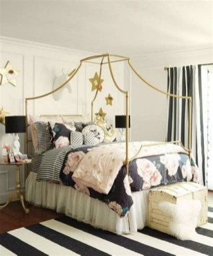 Totally Comfy White And Gold Themed Bedroom Ideas 02