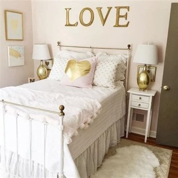 Totally Comfy White And Gold Themed Bedroom Ideas 43