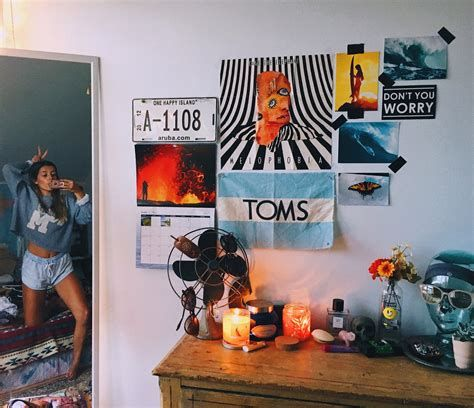 Adorable Aesthetic Room Ideas For Small Rooms 12