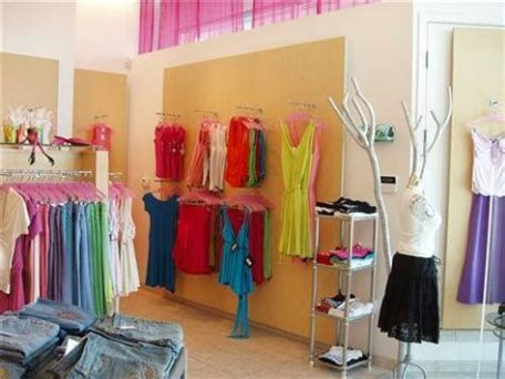 Beautiful Very Small Boutique Design 01