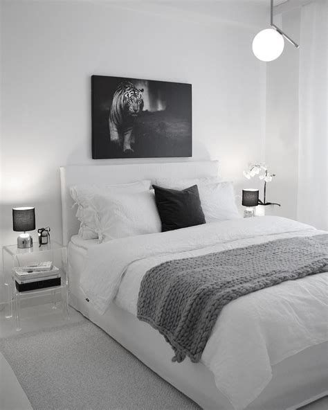 Totally Cute Black And White Room Aesthetic Ideas 44