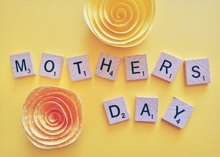 8 Trendy online stores to shop for the perfect Mother's Day Gift!