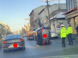 (Foto) Accidente Cluj. Mașină răsturnată pe Calea Dorobanților. 4 persoane rănite pe Frunzișului! 3