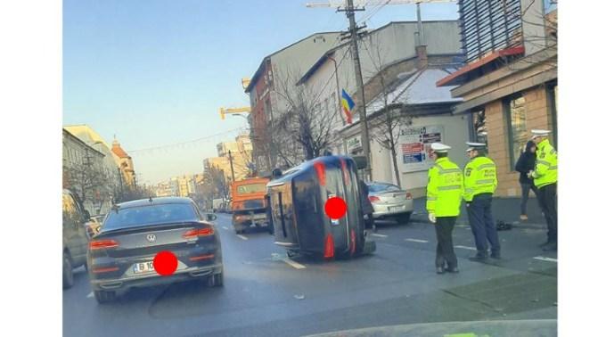 (Foto) Accidente Cluj. Mașină răsturnată pe Calea Dorobanților. 4 persoane rănite pe Frunzișului! 1