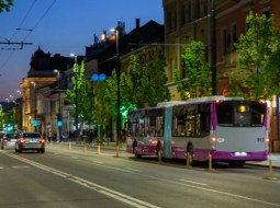 """Cluj. Nou! Abonament cu 120 de călătorii pentru studenți. Emil Boc: """"Facilități noi pentru transportul public al studenților în oraș. Primăria Cluj-Napoca alături de Compania de Transport Public propun ..."""" 11"""