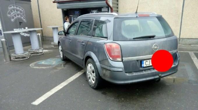 """Luka: """"Cluj, Kaufland Mărăşti. Momentul ăla, când parcarea mişună de locuri libere, dar tu reuşeşti să blochezi 2 locuri destinate celor cu dizabilităţi. Desigur..."""" 1"""