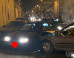 """(Foto) Accidente Cluj. Marius: """"Două mașini implicate și una colaterala de pe trotuar. Pasagera din Golf, o doamna mai în vârstă, era puțin amețita de la airbag..."""" 24"""