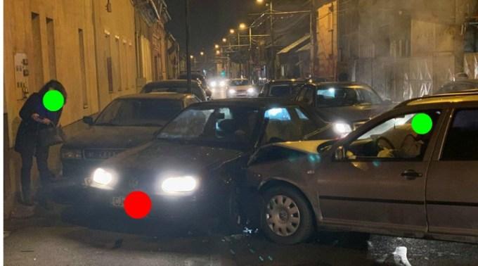 """(Foto) Accidente Cluj. Marius: """"Două mașini implicate și una colaterala de pe trotuar. Pasagera din Golf, o doamna mai în vârstă, era puțin amețita de la airbag..."""" 1"""
