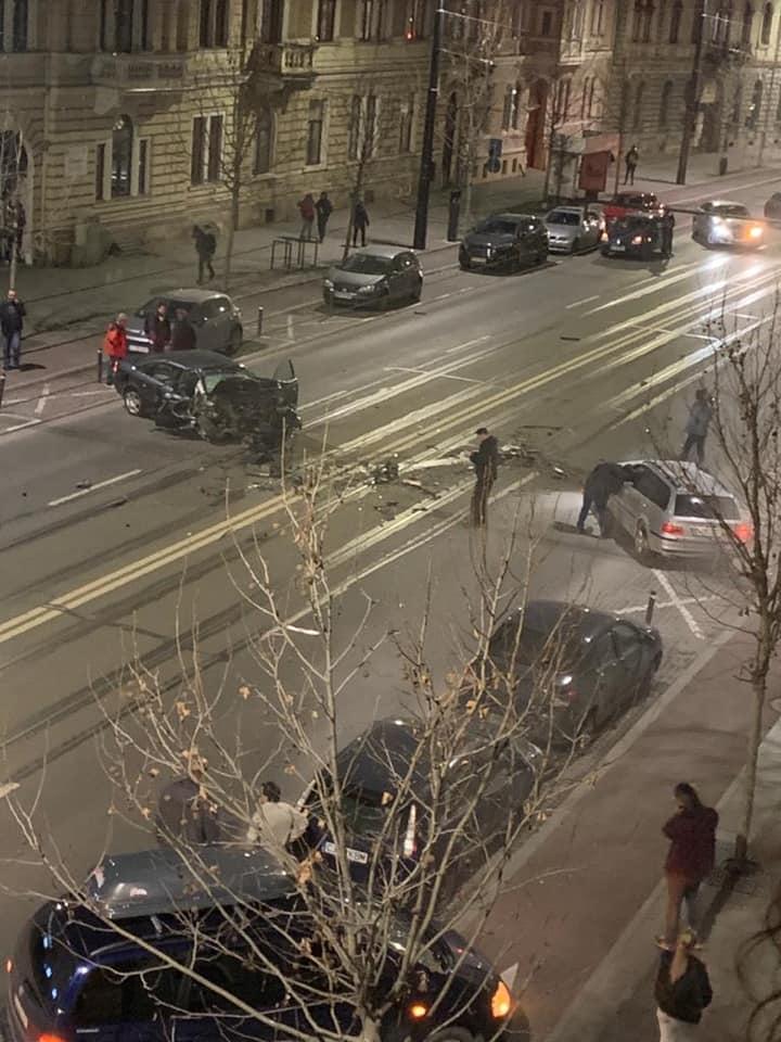(Foto) Accident Cluj. Update 2. Șoferul de BMW de pe Horea a fugit dar a fost prins de un polițist aflat în timpul liber pe strada Racoviță. Șoferul era rupt de beat 12