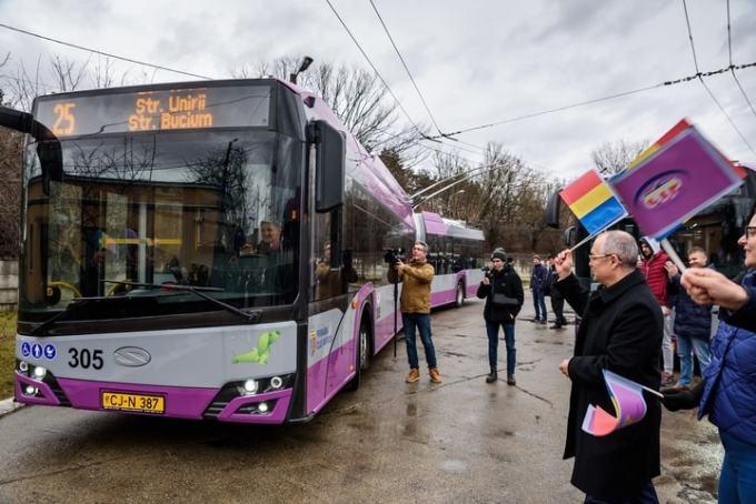 Cluj vs București. Prăpastie între Boc și Firea, la fonduri europene pentru transportul în comun: Cluj – 25 de milioane de euro, București – doar 2.283 €! 2